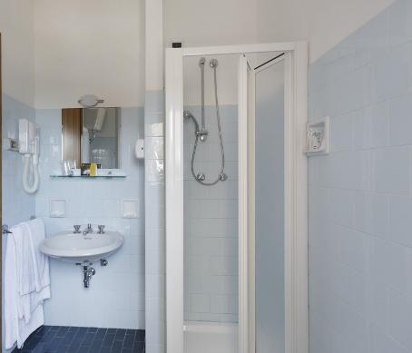 zimmer hotel fano hotel fano hotel continental fano. Black Bedroom Furniture Sets. Home Design Ideas